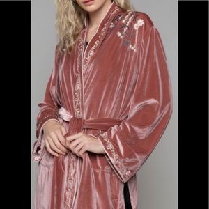 NWOT, POL Dusty Rose Robe, soft, embroidered SzM/L